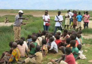 Sensibilisation des enfants riverains au Parc National de la Rusizi (lagune Gatumba) ; les braconniers inclus.