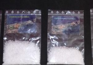 4 x 1 litre bags, each with varying amounts of salt crystals insie